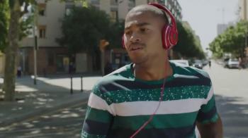 Muziek uit de JBL koptelefoon reclame